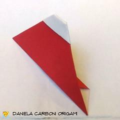 """""""Fuji-san minimalista"""" Creato adesso. Foglio quadrato, lato 7,5 cm. --------------------------------- """"Minimalist Fuji-san"""" Created now. Square sheet, 7,5 cm edge.  #origami #cartapiegata #paperfolding #papiroflexia  #paper #paperart #createdandfolded #or (Nocciola_) Tags: paperart fuji cartapiegata createdandfolded papiroflexia paperfolding mininalism originaldesign danielacarboniorigami paper minimalismo origami"""