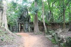 Angkor_Phimeanakas_2014_09