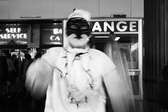 della serie UN VECCHIO CARNEVALE VENEZIANO (Maria Grazia Marrulli) Tags: dellaserieunvecchiocarnevaleveneziano carnevale carnival carnevale2011 maschera masquerade mask ritratti persone people peuple uomo man homme hombre gestualità inmovimento biancoenero bn blackwhite noirblanc lagoon laguna lagunaveneta venezia veneto italia circolofotograficomicromosso ritrattidalmondo viaggio travel vojage viaje