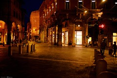 Voyage en Italie 2018   0842 (Distagon12) Tags: italy italia italie sonya7rii summilux street streetphoto strada rue night nuit nightphoto nacht notte noche wideaperture bologna bologne