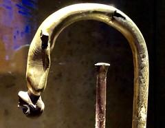 Canne en bois doré avec poignée courbée ornée d'une statuette de prisonnier asiatique et virole en faïence égyptienne bleue, 1336-1326 av. J.-C. (y.caradec) Tags: paris tutankhamon toutânkhamon tutanchamun france europe king tut tutenkhamon tutenkhamen tutankhaten tutankhamun tutankhamen nebcheperre ench amun anch tutanchamon tutanchaton tutenchamun tutanchamón ankh toetankamenarتوت عنخ آمونarzتوت امونasttutankamónazbتوت انخ ענח آمونuztutanxamonvitutankhamunwartutankhamunyiטוטאַנכאַמוןyotutankhamunzhminnantutankhamunzhyue圖坦卡門zh图坦卡蒙 expositiontoutânkhamonletrésordupharaon auxgrandeshallesdelavilletteàparisexhibitiontutankamuntreasuresofthegoldenpharaoh exposition le trésor du pharaon aux grandes halles de la villette à exhibition tutankamun treasures golden pharaoh тутонхомун ฟาโรห์ตุตันคาเมน тутанхамон توت آمون tutanxamon טוטאַנכאַמון 圖坦卡門 图坦卡蒙 תותענחאמון توتانخآمون توتعنخامون توتعنخآمون توتعنخآمون तुथंखमुन তুতানখামেন ਤੂਤਨਖ਼ਾਮੁਨ துட்டன்காமன் തൂത്തൻഖാമൻ ටූටන්ඛාමූන් 투탕카멘