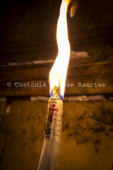MAB_130505_0312 (Custody of the Holy Land - Photo Service (CPS)) Tags: basilicaofresurrection churchofholysepulcher churchofholysepulchre holyland holysepulcher holysepulchre holysite terrasanta terresainte candel candels candle candles holyplace sanctuary vertical