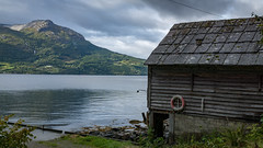 Old hut with view at Utne (photobeyDE) Tags: berge fjord mountains norwegen urlaub norway norwegenfreunde hardanger hardangerfjord hordaland beautifulcreation beautifulnorway hut old utne water lake outdoor nature landscape jwshutterbugs jwphotography jwsnapshots sonyimages sonyalphasclub sonyworldclub sony alphaddicted slt a77mk2 wasser ullensvang no