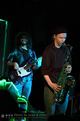 Richard Bright and Jack Johnson - Alvin's Jam Session [50D-1837] (Juan N Only Music Photos) Tags: alvins detroit michigan music musicians jamsession nightclub livemusic rb bass bassist electricbass saxophone saxophonist tenorsaxophone april 2010 juannonly