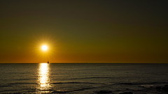 Mostrando su poder (Fotgrafo-robby25) Tags: alicante amanecer costablanca marmediterráneo rocas sol sonyilce7rm3 veleros