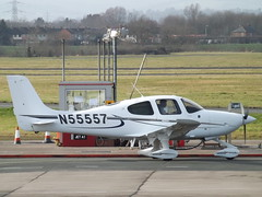 N55557 Cirrus SR20 (Aircaft @ Gloucestershire Airport By James) Tags: gloucestershire airport n55557 cirrus sr20 egbj james lloyds