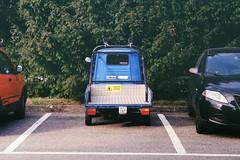 L'ape blu (sirio174 (anche su Lomography)) Tags: zorki4k lomographycn100 jupiter3 ape veicolo parcheggio parking vintage como italia italy blu