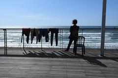 На набережной (unicorn7unicorn) Tags: море набережная серфинг дама spotlight 365the2019edition 3652019 day101365 11apr19 52weeksthe2019edition