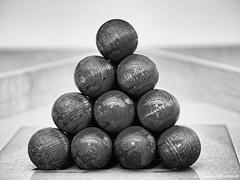 Mache das Spiel /Spielereien (Mike Reichardt) Tags: spielereien abstrakt abstract minimalism minimal monochrome blackwhite schwarzweiss blancetnoir