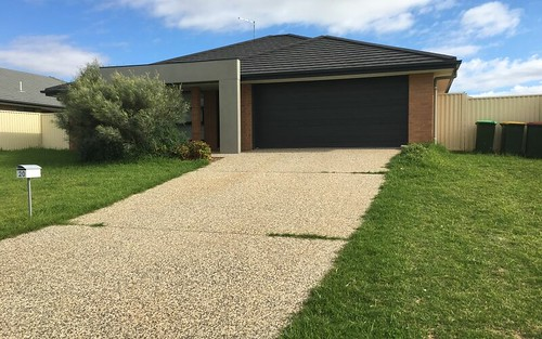20 Blaxland St, Parkes NSW 2870
