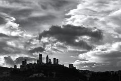 Sky with clouds (hbothmann) Tags: sangimignano toskana italien tuscany toscana italy italia schwarzweis bianconero blackandwhite blackwhite fotomonocromática wolken clouds skyline hendrickbothmann