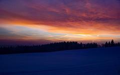 Morgenrot - Schlechtwetter droht (A.K. 90) Tags: morningglory morgens cloudsstormssunsetsunrises redyelloworange wolkig sonnenaufgang sonnenschein sun sonnenlicht sonne früh nature natur landscape landschaft sky himmel morgenrot light blauestunde sonyalpha6300 e18135mm3556oss