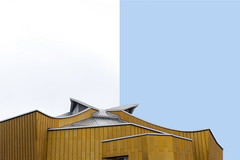 Berlin (Maerten Prins) Tags: duitsland deutschland germany berlin berlijn berlinerphilharmoniker golden building slopes curves negativespace white blue sky roof philharmonie architecture
