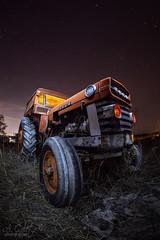 El viejo Ebro (A.Coleto) Tags: tractor viejo noche night estrellas madrid ebro old abandonado