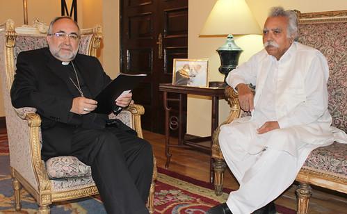 Arzobispo y pakistaní