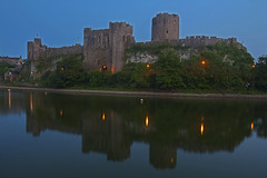 Guardiano notturno / Night watchman (Pembroke, Wales, United Kingdom) (AndreaPucci) Tags: pembroke castle pembrokeshire wales uk andreapucci medieval night