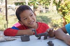 Atelier sculpture (infoglobalong) Tags: stage étudiant service bénévolat volontaire international engagement solidaire voyage découverte enseignement éducation école enfants aide alphabétisation scolaire asie thaïlande jeux sport art informatique rénovations