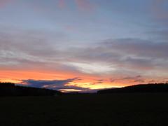 .....more blue than red.... (elisabeth.mcghee) Tags: abendrot abendhimmel abendsonne sunset sonnenuntergang himmel sky wolken clouds unterbibrach bäume trees wald forest oberpfalz upper palatinate