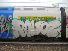 711 (en-ri) Tags: rayoz two gelos gelo crew train torino graffiti writing arrow giallo verde nero argento