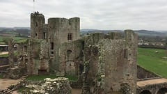 Castell Rhaglan - fideo (Rhisiart Hincks) Tags: rhaglan raglan sirfynwy monmouthshire gwent castell kastell castle caisteal gaztelu caisleán fideo video ue eu ewrop europe eòrpa europa aneoraip a'chuimrigh kembra wales cymru kembre gales galles anbhreatainbheag 威爾斯 威尔士 wallis uels kimrio valbretland 웨일즈 велс เวลส์ ويلز uells ουαλία velsa velsas уельс уэльс уелс walia ウェールズ 威爾士 gallas adfail adfeilion ruin ruins dismantr dismantroù hondakin hondakinak tobhta fothrach ballóga