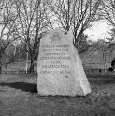 Memorystone (rotabaga) Tags: sverige sweden svartvitt göteborg gothenburg blackandwhite bw bwfp lomo lomography lubitel166 twinlens fomapan mediumformat mellanformat 120 6x6