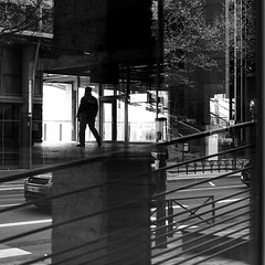 Above the road (pascalcolin1) Tags: paris13 homme man lumière light ombre shadow reflets reflection route road voiture car maisondelamode photoderue streetview urbanarte noiretblanc blackandwhite photopascalcolin 50mm canon50mm canon