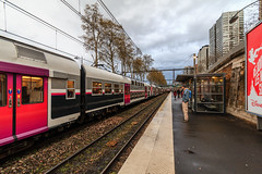 RER-Bahnhof (Bernhard Schlor) Tags: france bahnhof bahn europa himmel bahnsteig gare fortbewegungsmittel country vehicle natur clouds zug platform railwaystation eisenbahn frankreich paris quai rer train javel sky railway fahrzeug europe wolken wetter républiquefrançaise letemps stazione vasút weather