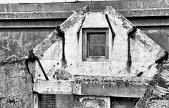 KATE (roberke) Tags: monochroom blackandwhite blackwhite bw zwartwit ruine vervallen verwaarloosd window raam venster huis house outdoor buiten urbex muur wall