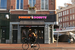 Dunkin'Donuts Amsterdam Ferdinand Bol (Netherlands) (Meteorry) Tags: europe nederland netherlands holland paysbas noordholland amsterdam depijp pijp ferdinandbolstraat albertcuypstraat dunkindonuts coffee store storefront fastfood dunkaccino bicyclette bicycle vélo bike cyclist dutch baskinrobins nabilbesali december 2018 meteorry