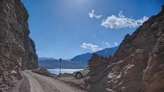 Carretera por la cordillera (Ricardo Zettl Kalkum) Tags: valledelyeso cajóndelmaipo regiónmetropolitana rm chile embalseelyeso apartadero