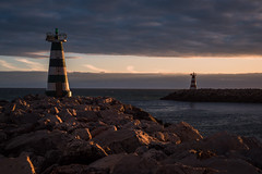 waiting for the darkness (Rafael Zenon Wagner) Tags: leuchtturm meer küste himmel ozean wasser landschaft strand nikon d810 50mm lighthouse sea sky ocean felsen rocks abend evening stimmung mood