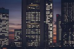 20190118-_DSC5332 (A/D-Wandler) Tags: frankfurt frankfurtammain hessen deutschland bankenviertel hochhaus wolkenkratzer blauestunde skyline lichter fassade stadt architektur gebäude commerzbanktower omniturm eurotower silberturm taunusturm blau himmel wolken rot abend