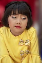 petite famille birmane (Patrick Doreau) Tags: portrait asiatique woman asian birman myanmar birmanie bagan sourire smile beauté beauty burma famille family cérémonie fête pagode enfant child girl