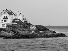 IMG_2316-1 (Andre56154) Tags: schweden sweden sverige wasser water küste coast meer ozean ocean haus house gebäude building