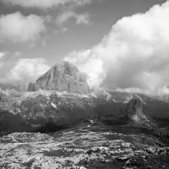 Tofana di Rozes and Cinque Torri From Averau - Dolomites - August 2017 (cava961) Tags: dolomites tofanadirozes analogue analogico monocromo monochrome bianconero bw 6x6