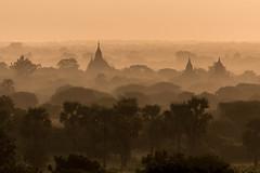 Lever du soleil sur la plaine (Seb & Jen) Tags: bagan myanmar burma birmanie mandalayregion myanmarbirmanie oldbagan nyaungu royaumedepagan bulethi sunrise soleil temple pagoda pagode