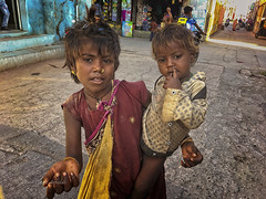 DIU : UNE PETITE MANDIANTE (pierre.arnoldi) Tags: inde gujarat pierrearnoldi artistequébécois photoderue photooriginale photocouleur photodevoyage photographequébécois madiante diu photographesurinstagram photographesurtumblr photographesurartlimited on1photoraw2019 photoiphone