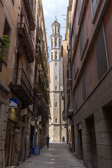 "Small alley between mediterranean houses with view of the gothic church ""Basílica de Santa Maria del Mar"" in Barcelona, Spain (verchmarco) Tags: barcelona provinzbarcelona spanien es architecture diearchitektur street strase city stadt noperson keineperson building gebäude travel reise narrow eng urban städtisch town dorf old alt house haus pavement pflaster alley gasse gothic gotisch outdoors drausen window fenster cobblestone kopfsteinpflaster ancient uralt tourism tourismus church kirche fun christmastree españa bar owl design day decoration camera kodak"