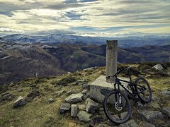 Summit (JLL85) Tags: summit cima cantabria españa spain mountain bike sky landscape paisaje nieve snow naturaleza nature bicicleta vista view