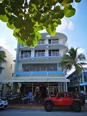 South Beach | Art Deco (Toni Kaarttinen) Tags: usa unitedstates florida wpb america miami miamidade southbeach artdeco architecture jeep