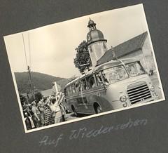 . (Kaïopai°) Tags: reisebus bus travel omnibus vintage tourismus kururlaub kur tourism reise ferien sommer summer kirche church abfahrt abschied reisegruppe kässbohrer kassbohrer 1950s 1950er s8 setra