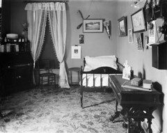 Bedroom in residence of Mrs. F.P. Bronson, 72 Concession Road [now Bronson Avenue], Ottawa, Ontario / Chambre à coucher dans la résidence de Mme F. P. Bronson, 72 Concession Road [maintenant avenue Bronson], Ottawa (Ontario) (BiblioArchives / LibraryArchives) Tags: lac bac libraryandarchivescanada bibliothèqueetarchivescanada canada sleep beds bed bedroom mrsfpbronson madamefpbronson concessionroad cheminconcession ottawa ontario march1902 mars1902 topleystudio studiotopley lit lits endormi endormie