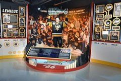 Mario Lemieux (jpellgen (@1179_jp)) Tags: heinz history museum historymuseum pitt pittsburgh pgh pa pennsylvania winter march 2019 travel roadtrip nikon sigma 1770mm usa america d7200 nhl hockey penguins 66 mariolemieux