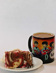 2019 Sydney: Coffee + Cake (dominotic) Tags: 2019 food coffee dessert cake marblecake cartoonbeatlescoffeemug iphone8 foodphotography yᑌᗰᗰy coffeeobsession sydney australia