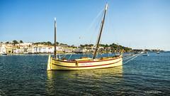 2758  Cadaqués, Costa Brava (Ricard Gabarrús) Tags: mar agua water cadaqués playa barco barca velero olympus ricardgabarrus ricgaba
