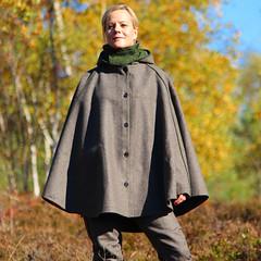 grey-jbdc-0003-zb-32_damen-loden-wetterfleck-cape_paul-kloosterhuis_loden-cape-women_outdoor (rainand69) Tags: cape umhang cloak