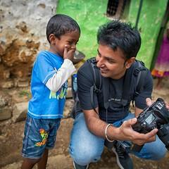Giggly boy (Henrik Ladegaard-Pedersen) Tags: friend giggling boy fun happy looking showing srilanka street streetphotography photographer