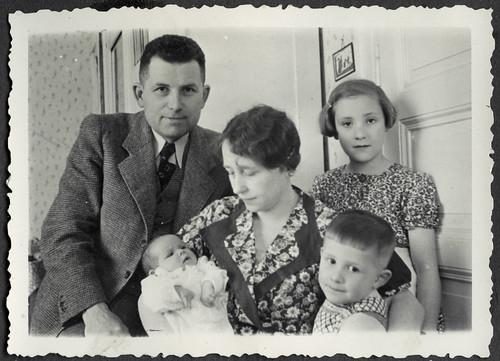AlbumC57 Komplette Familie, 1930-1950er