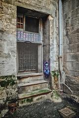 Le visage par Nasti (Isa-belle33) Tags: architecture porte door old ancien abandonné abandoned nasti wall mur bordeaux city ville urban urbain fujifilm stairs escaliers street streetphotography streetart streetartbordeaux