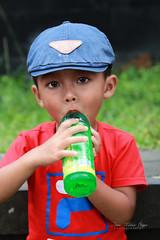 Petit garçon à Bali. (jmboyer) Tags: ba219 ©jmboyer bali indonesie indonésie asie asia travel canon géo portrait
